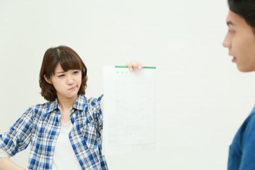 離婚カップル男女マハロ / PIXTA(ピクスタ)