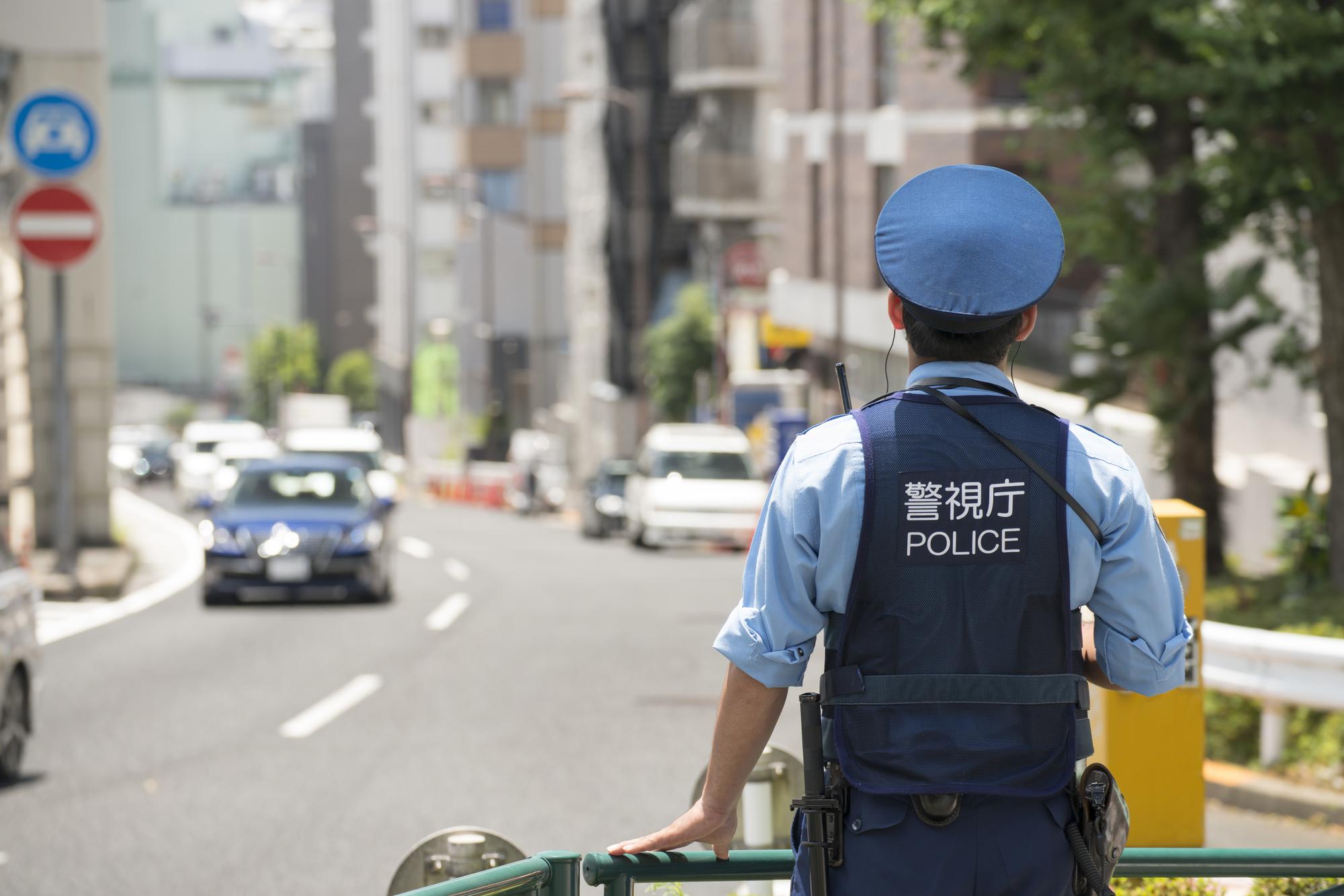 かなり厳しい…日本の警察官が拳...