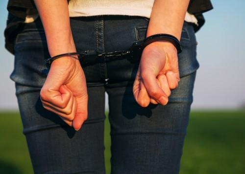 AndreyKr / PIXTA(ピクスタ)女性手錠逮捕Woman with handcuffed hands