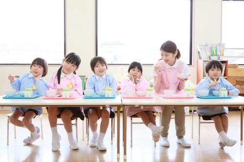幼稚園     IYO / PIXTA(ピクスタ)