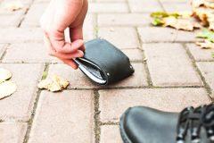 拾った財布を元の場所に戻しても横領になることが!? 一体どんなとき?